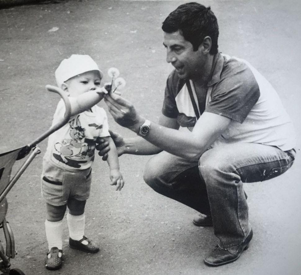 Маленький Андрей Бедняков с отцом