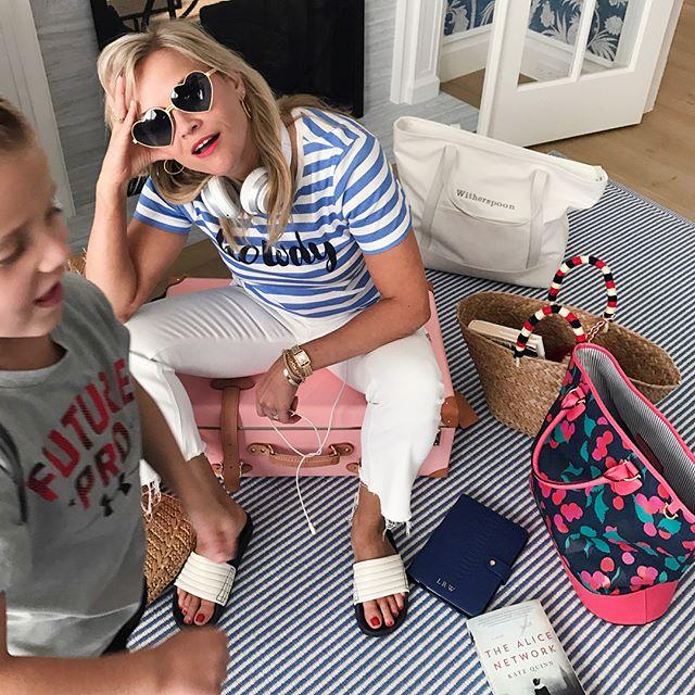 Словно сестры: Риз Уизерспун позирует с красавицей-дочерью