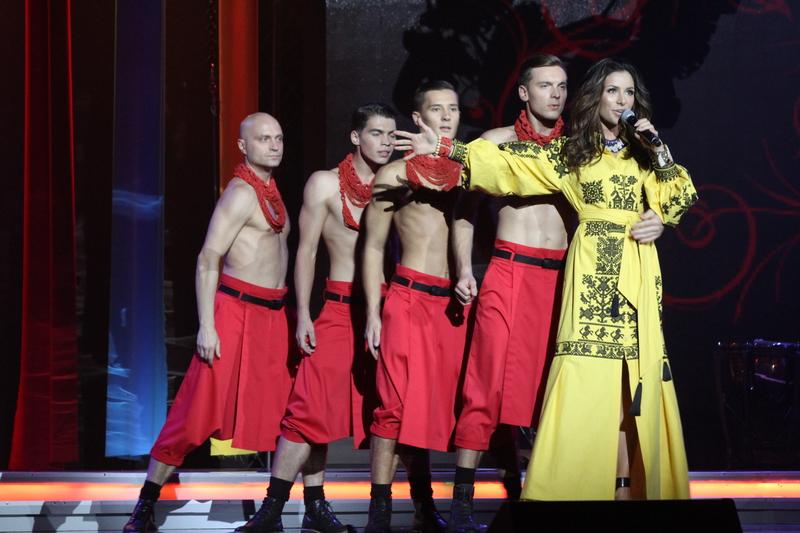 Злата Огневич примерила стильные платья-вышиванки