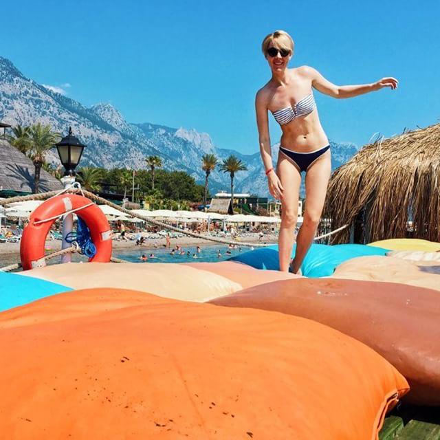 Горячее лето: 20 украинских звезд в купальниках