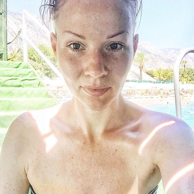 Такая, как есть: Марина Леончук на отдыхе полностью отказался от макияжа