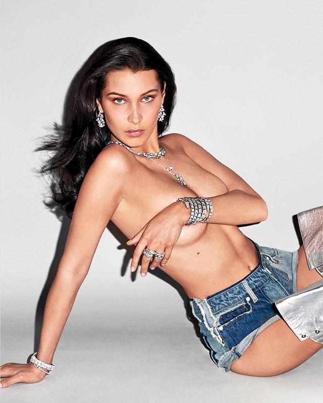 Топлес и в джинсовых шортах: Белла Хадид демонстрирует сексуальный образ
