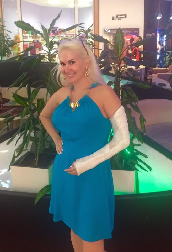 Екатерина Бужинская сломала руку и теперь будет выступать с гипсом
