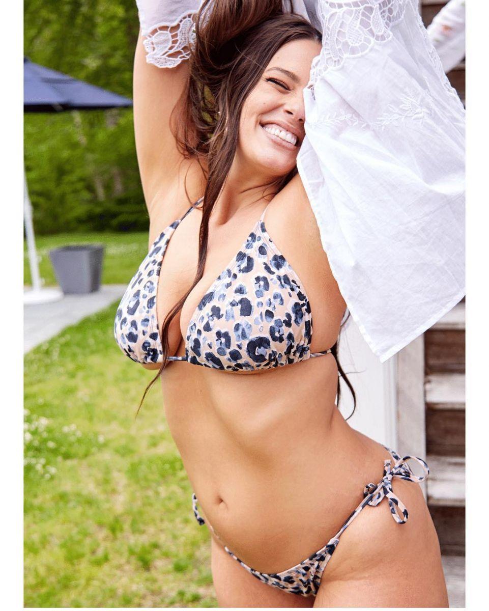 Пышная красота: модель plus-size Эшли Грэм полностью разделась на новых фото
