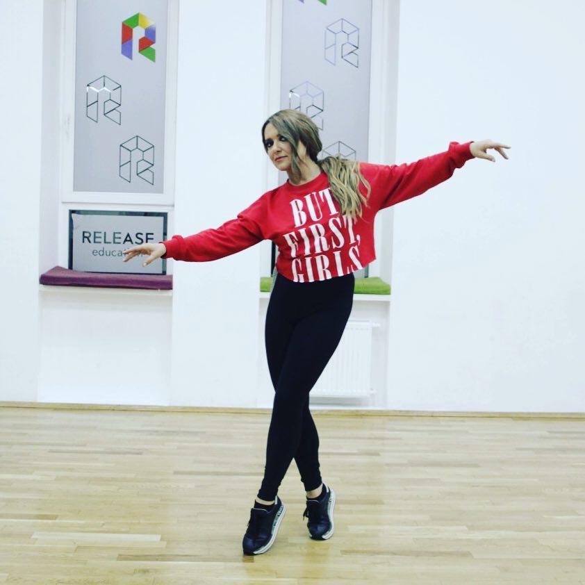 А после танцев спорт: Наталья Могилевская усердно занимается в зале