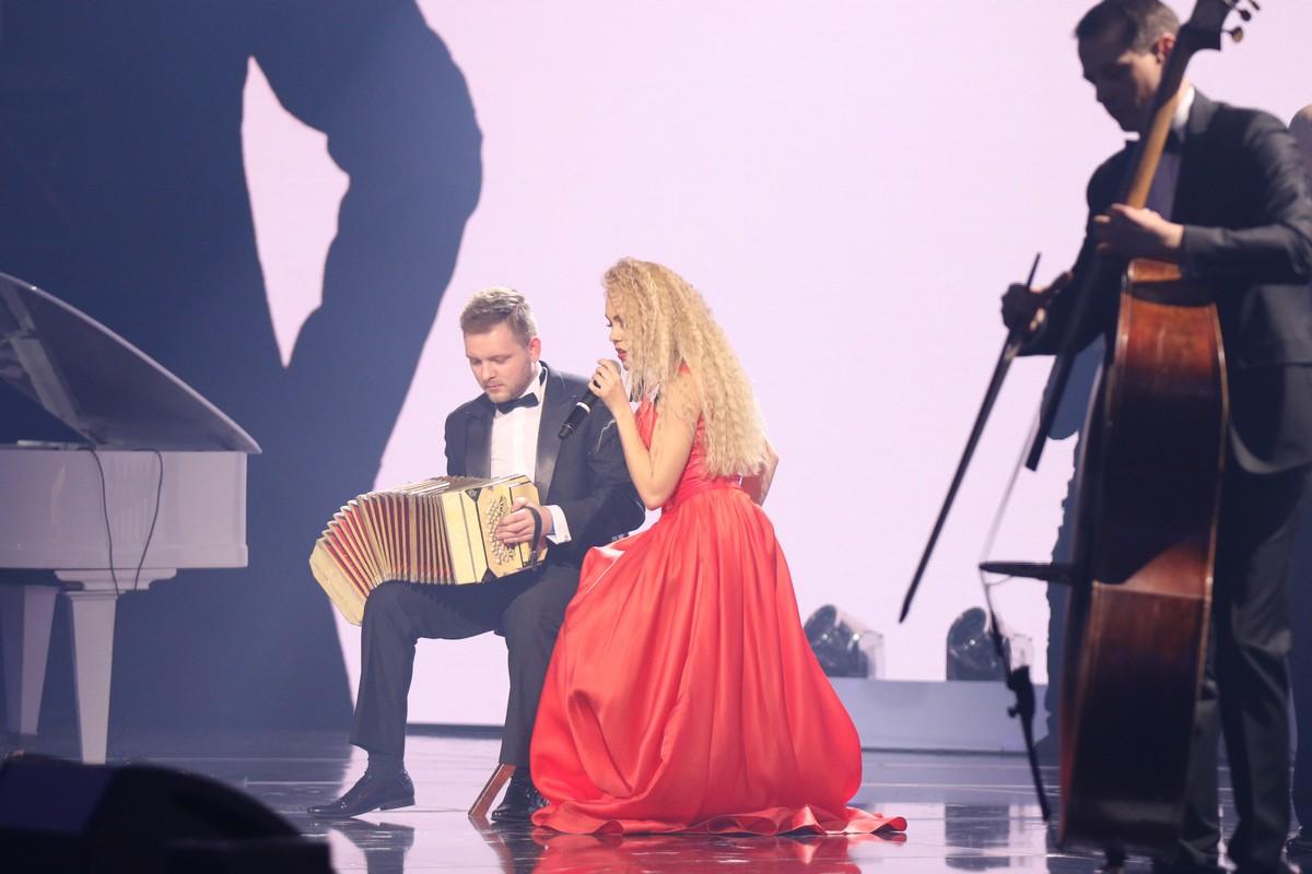 Певица Alyosha вместе с виртуоз-оркестром Kiev Tango Project представила новую версию хита Sweet People