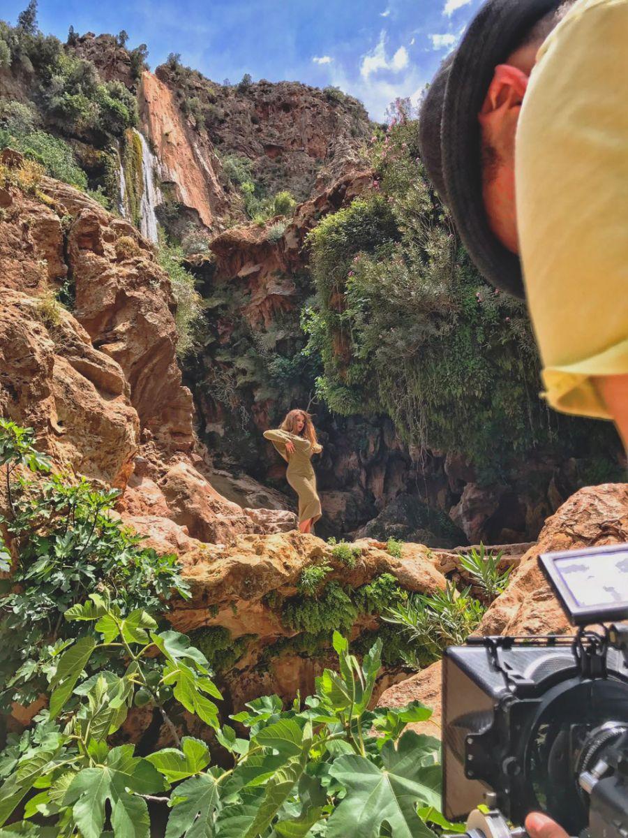 Бьянка сняла новый клип на берегу океана в Марокко