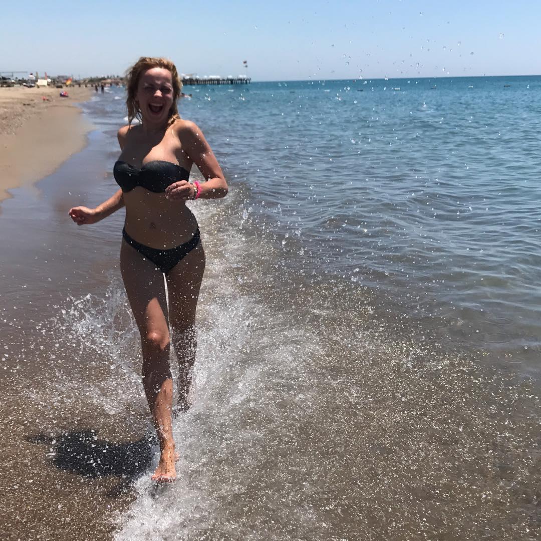 Такая счастливая и естественная: Лилия Ребрик без макияжа повеселилась на пенной вечеринке