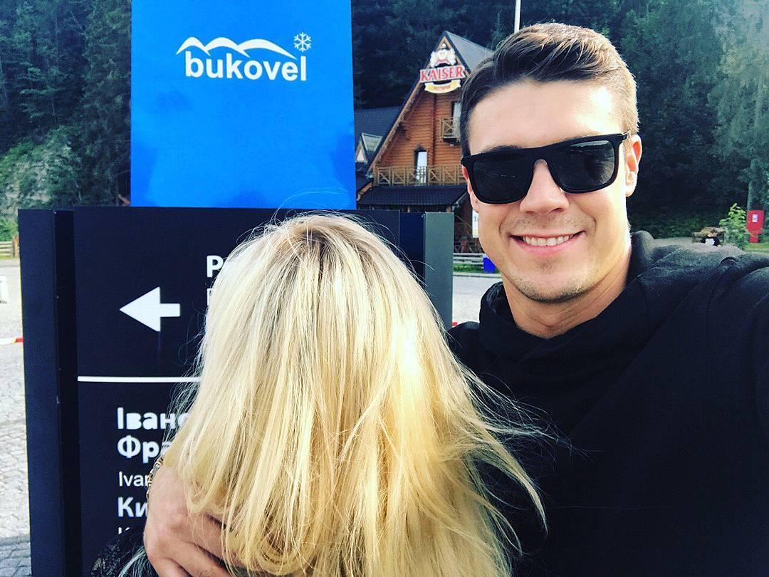 Экс-Холостяк Дмитрий Черкасов отдыхает в Карпатах с таинственной блондинкой