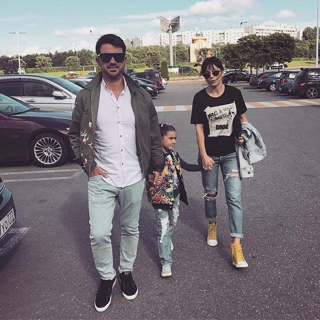 Стильная семья: Ани Лорак поделилась новыми снимками мужа и дочери