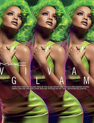 Рианна перекрасила волосы в зеленый цвет