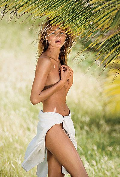 Сексуальный ангел Кэндис Свейнпол снялась голой для мужского журнала