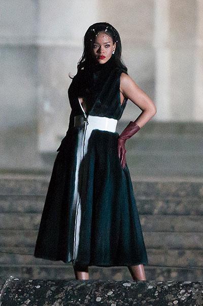 Эпатажная Рианна удивила элегантным образом в новой рекламной кампании Dior