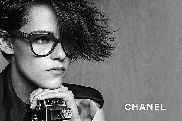 Кристен Стюарт демонстрирует черно-белый шик в новой рекламной кампании