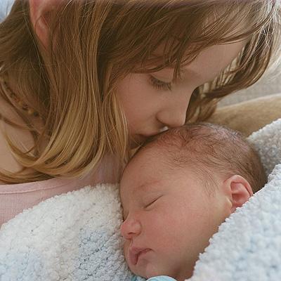 Мамина радость: в сеть попали новые фото дочери Миллы Йовович