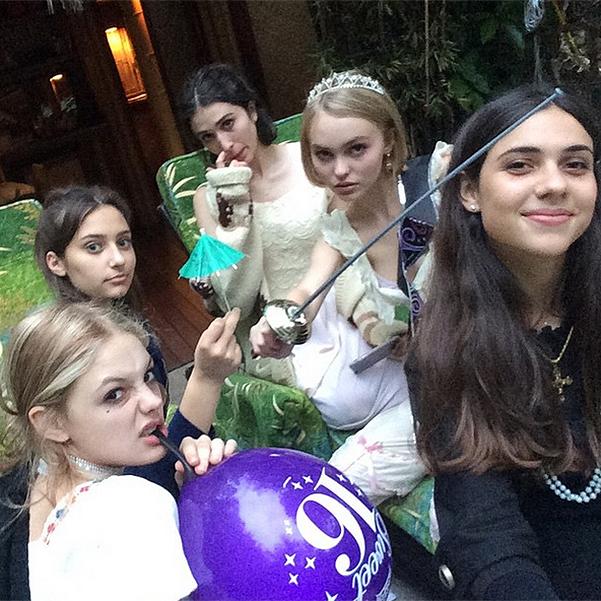 Дочь Джонни Деппа и Ванессы Паради отметила шестнадцатилетие