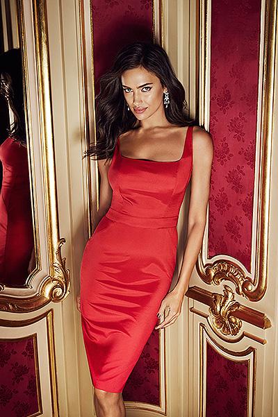 Роковая красотка: Ирина Шейк снялась в роскошной фотосессии во дворце