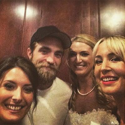 Неожиданный гость: Роберт Паттинсон посетил свадьбу поклонников