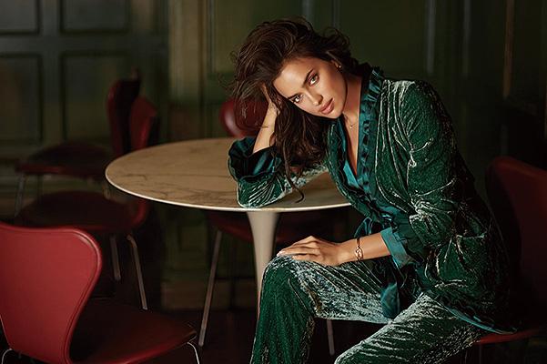 Ирина Шейк соблазняет роскошными формами в рекламе нижнего белья