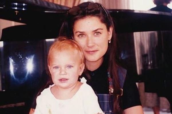 Дочь Деми Мур показала трогательное фото с матерью