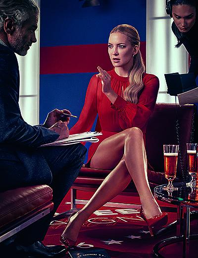 Vivienne Westwood, Versace, Christian Louboutin: Кейт Хадсон примерила поистине роскошные наряды в новой фотосъемке