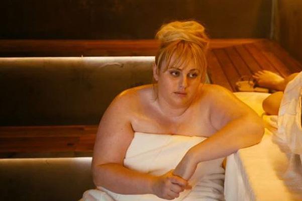 """Яркий дует: в сети появился трейлер картины """"Легко ли быть одной?"""" с Дакотой Джонсон и Ребел Уилсон"""