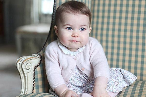 Неожиданно: Кейт Миддлтон купила наряд для принцессы Шарлотты за 740 гривен