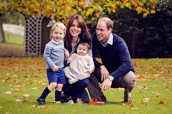 Кейт Миддлтон и принц Уильям с детьми: в сети появился первый совместный портрет королевской семьи