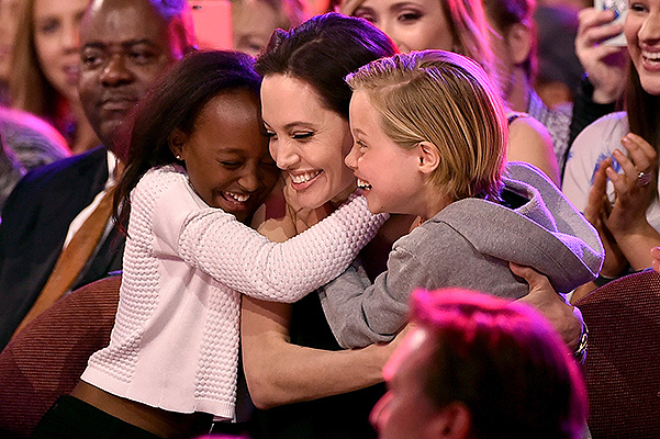 Анджелина Джоли впервые появилась на публике после операции с детьми
