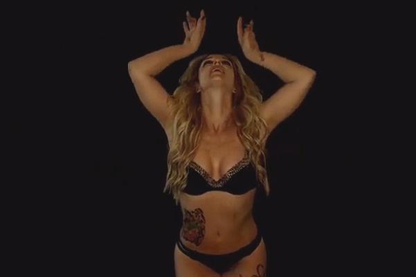 Без комплексов: Бритни Спирс опубликовала видео с танцами в нижнем белье
