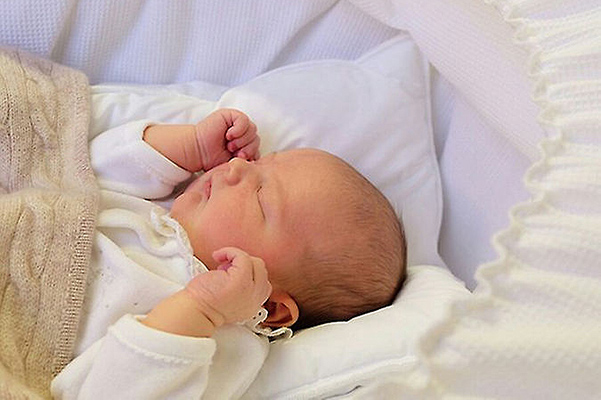 В сети появился первый снимок сына принца Швеции Карла Филиппа