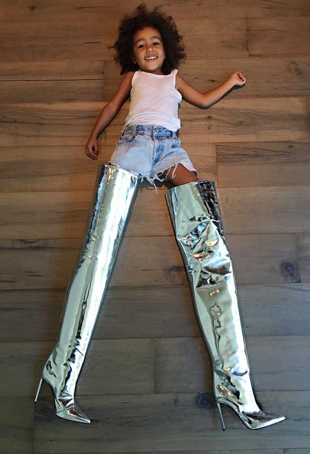 Маленькая модница: Ким Кардашьян поделилась забавным фото трехлетней дочери