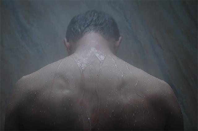 """Видео: звезда """"50 оттенков серого"""" Джейми Дорнан обнажился в душе"""
