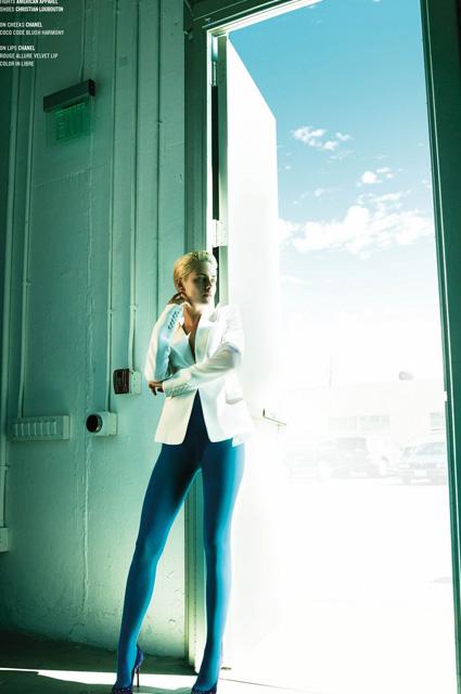 Полуголая и в колготках: Кристен Стюарт обескуражила публику откровенным образом