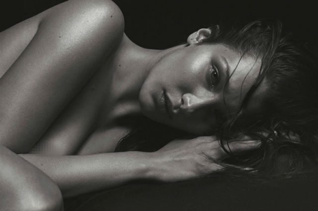 18+:Белла Хадид повторила обнаженную фотосессию Кейт Мосс