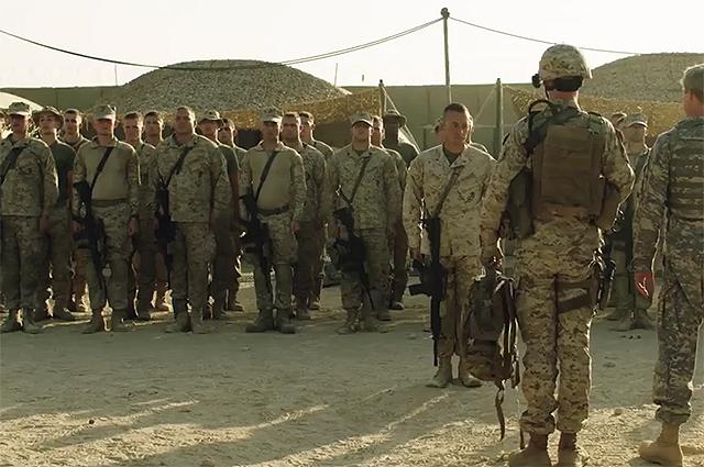 """Седой и брутальный генерал: Брэд Питт в новом трейлере фильма """"Машина войны"""""""