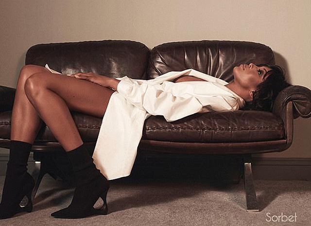 Изысканная сексуальность: Наоми Кэмпбелл снялась для глянца без нижнего белья