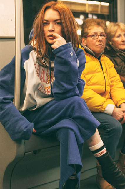 Линдси Лохан в пушистом бикини снялась в яркой фотосессии