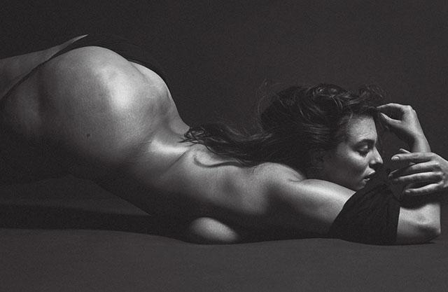 Смело и сверхоткровенно: Эшли Грэм полностью разделась в фотосесии для V Magazine
