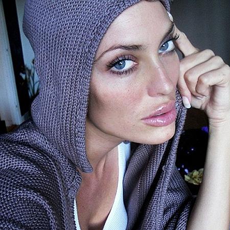 Пухлые губы, маленький носик и раскосые глаза: ТОП девушек, которых не отличить от Анджелины Джоли
