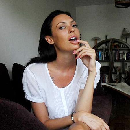 ≠Пухлые губы, маленький носик и раскосые глаза: ТОП девушек, которых не отличить от Анджелины Джоли