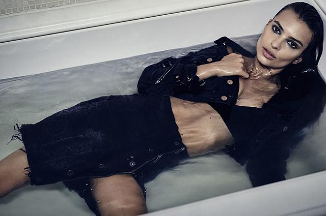Домашний соблазн: Эмили Ратаковски снялась в откровенной фотосессии в постели и ванной
