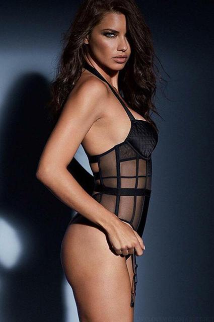 Тела напоказ: Алессандра Амбросио и Адриана Лима снялись в сверхсексуальной фотосессии для Victoria's Secret