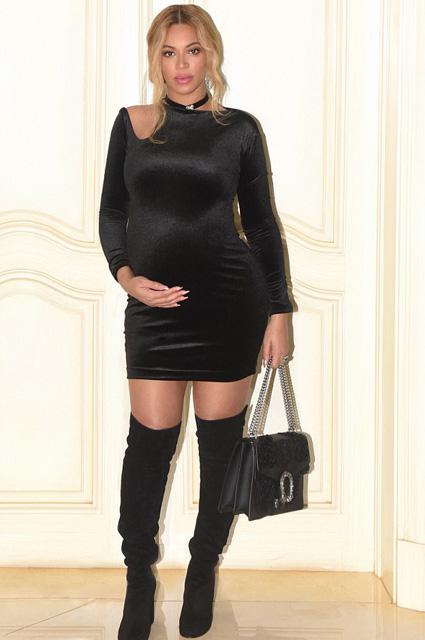 В мини-платье и ботфортах: беременная Бейонсе показала очередной сексуальный образ