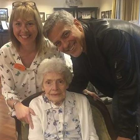 Джордж Клуни сделал сюрприз своей 87-летней поклоннице