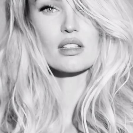 Снова в строю: молодая мама Кэндис Свейнпол вернулась в Victoria's Secret  и снялась в откровенном видео