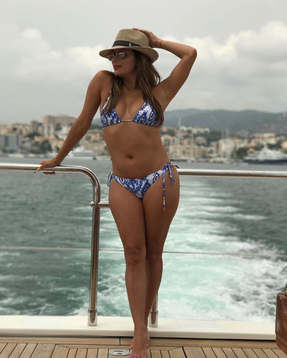 В ответ всем критикам: Ева Лонгория показала свое тело в крошечном бикини