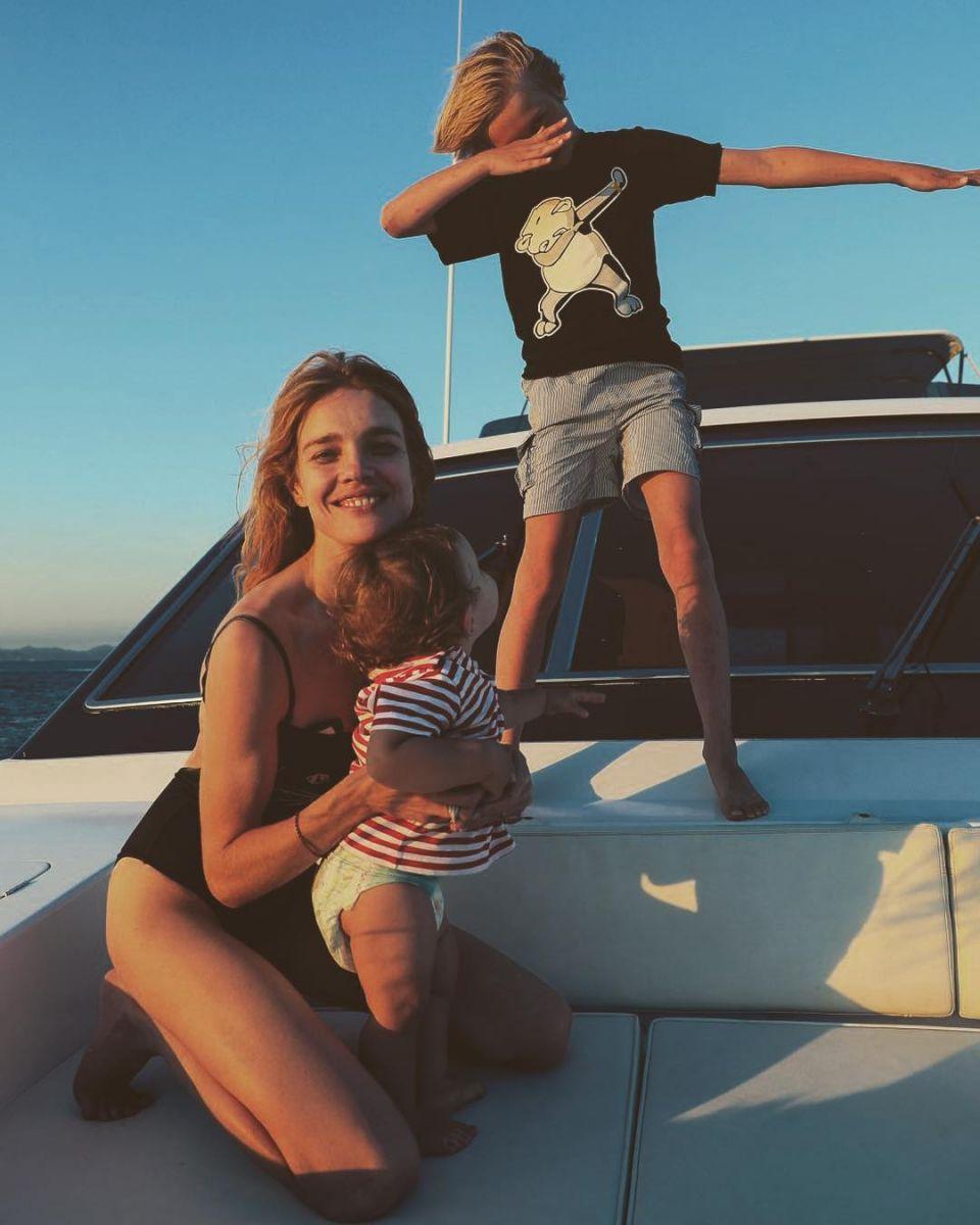 Такая счастливая: Наталья Водянова засыпала сеть милыми снимками с детьми