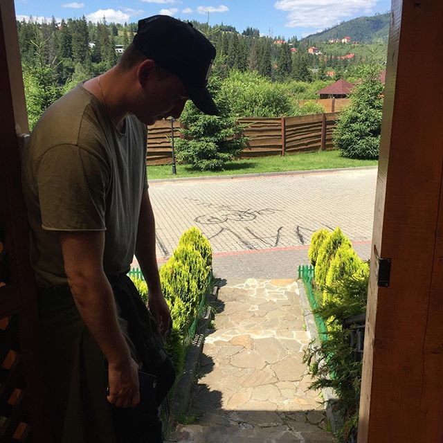 Ivan NAVI на отдыхе в горах оказался под прицелом фанатов