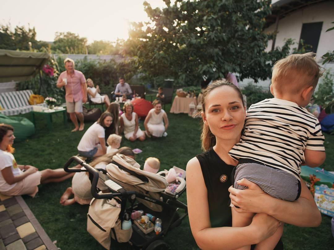 Солисты The Hardkiss Юлия Санина и Вал Бебко показали подросшего сына